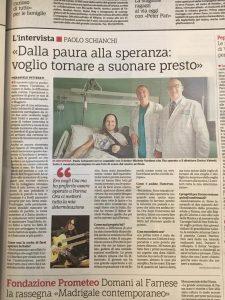 Paolo Schianchi in Ospedale con il dottor Michele Verdano e il direttore Enrico Valenti